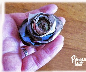 HOW TO MAKE PAPER ROSES WITH NEWSPAPER!