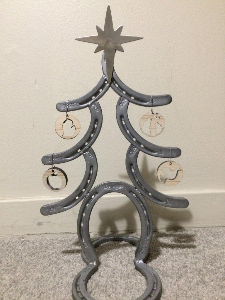 Make a Horseshoe Christmas Tree
