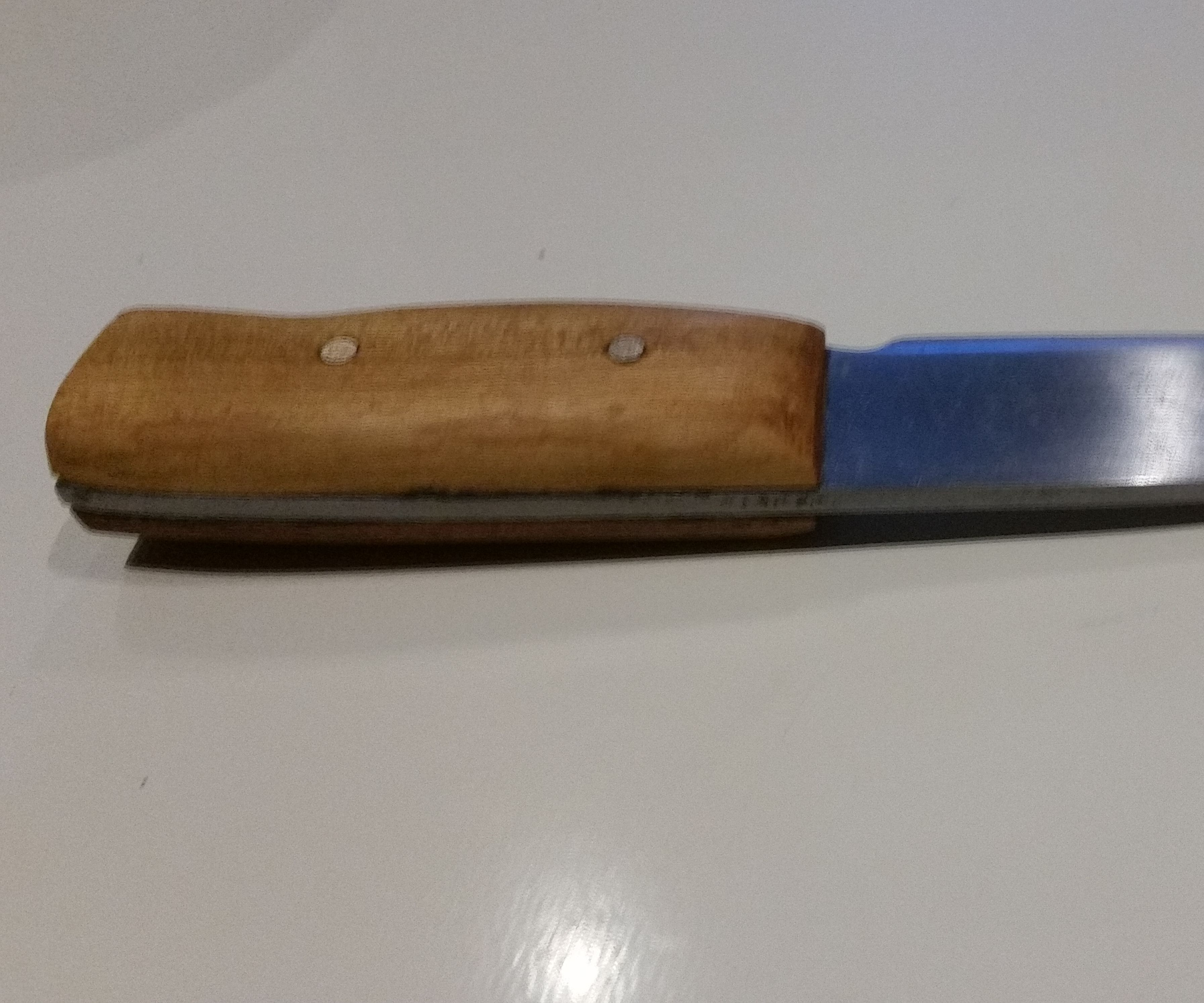 Hand Made Knife Without a Forge