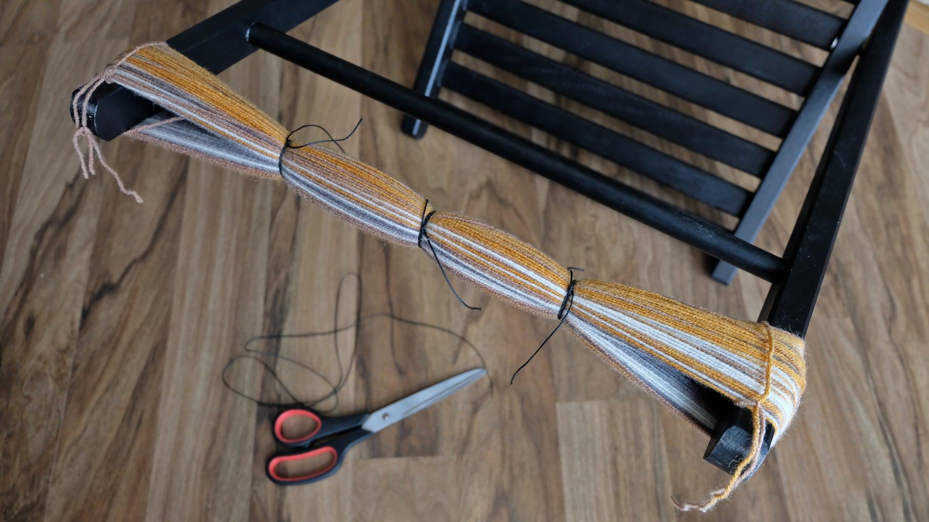 Making Pompoms. Binding