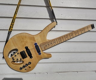Headless Electric Manta Shaped Guitar With Plain Tuners