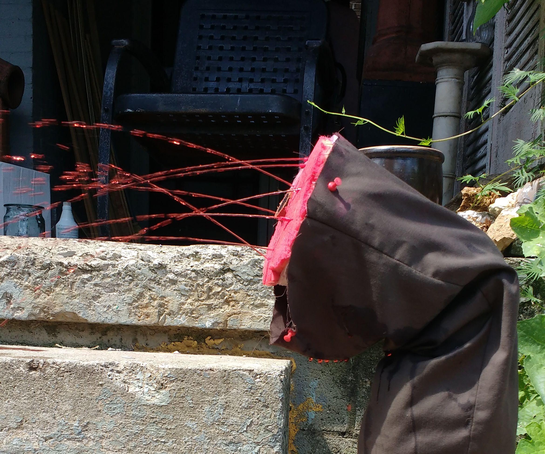 Severed leg that sprays fake blood -movie prop