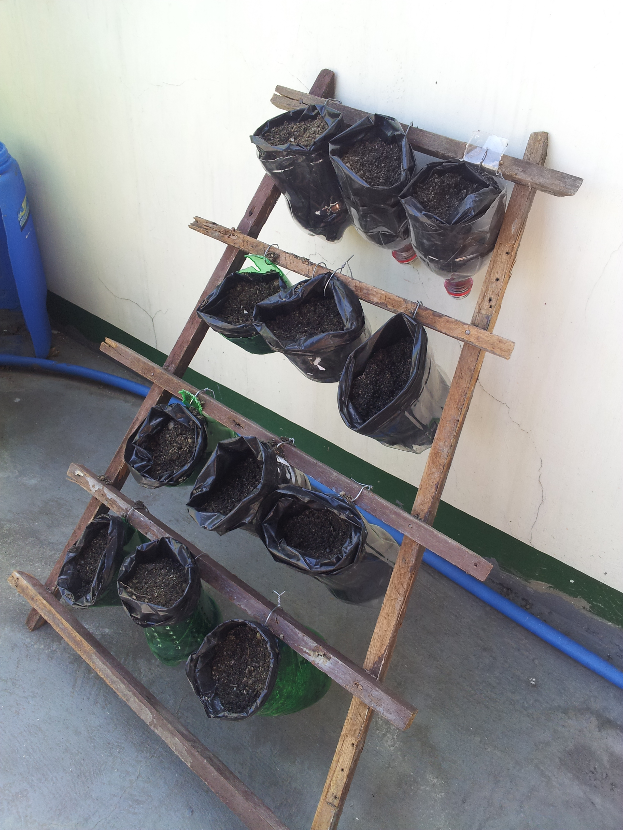 plant pots with stand from recycled materials