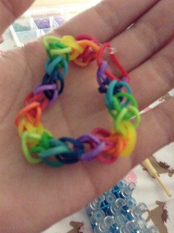 Easy Rainbow Band Bracelet With the Loom
