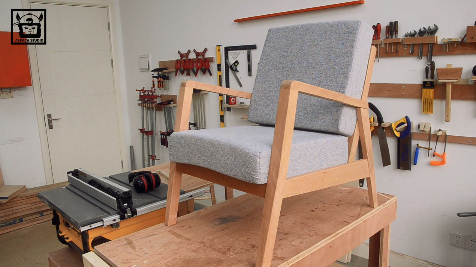 Picture of: Making A Mid Century Modern Armchair 9 Steps With Pictures Instructables