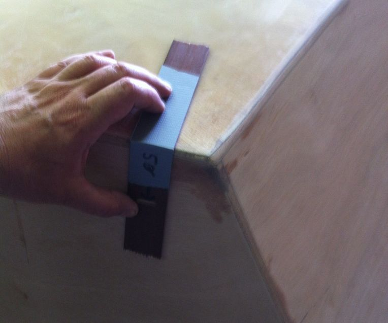 Simple marking gauge for non-square edges