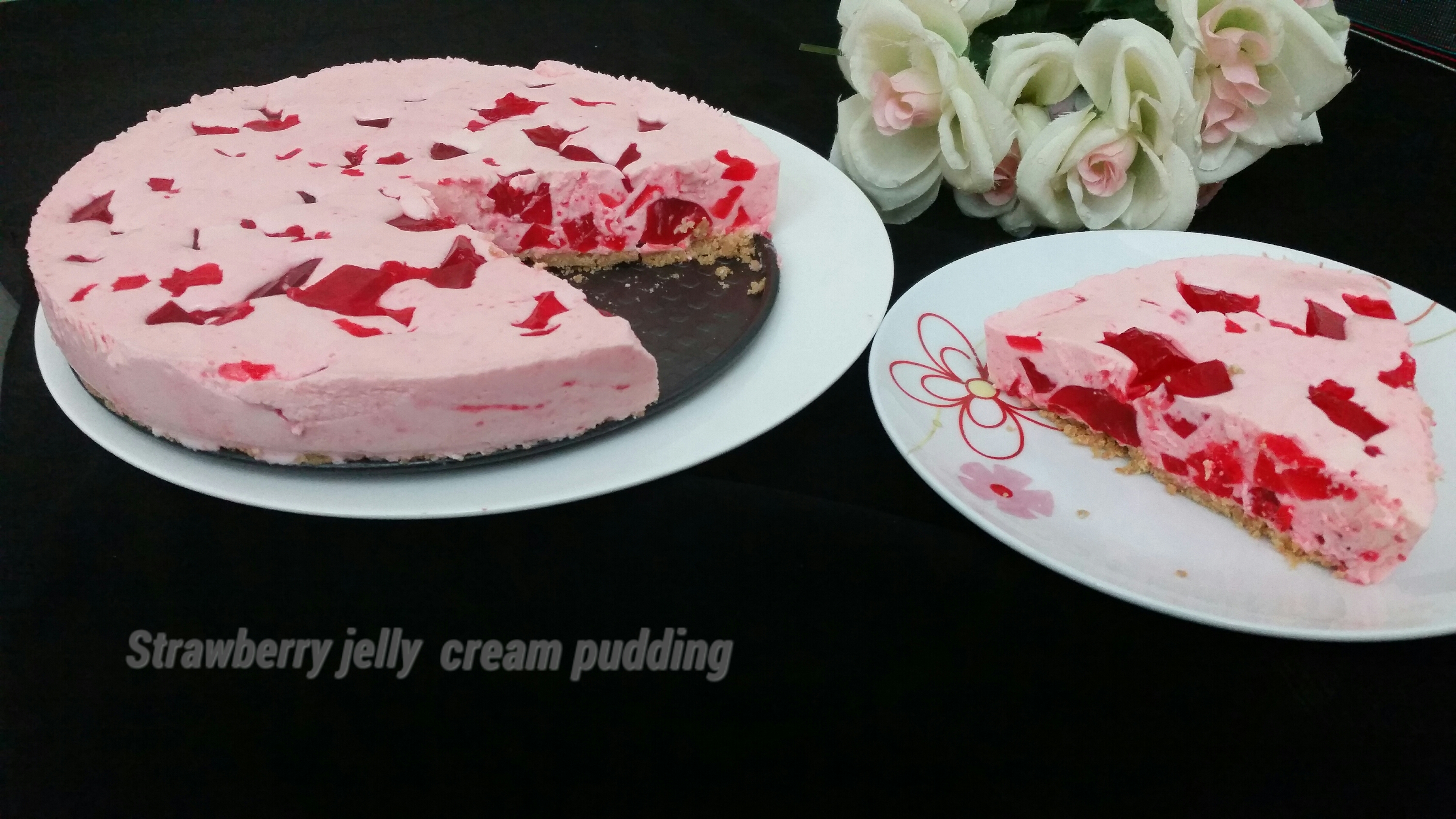 Strawberry jelly cream pudding