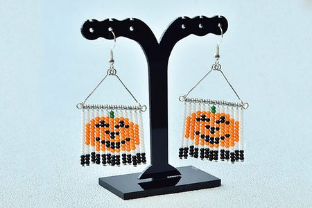 Here Is the Final Look of the Halloween Seed Bead Earrings.