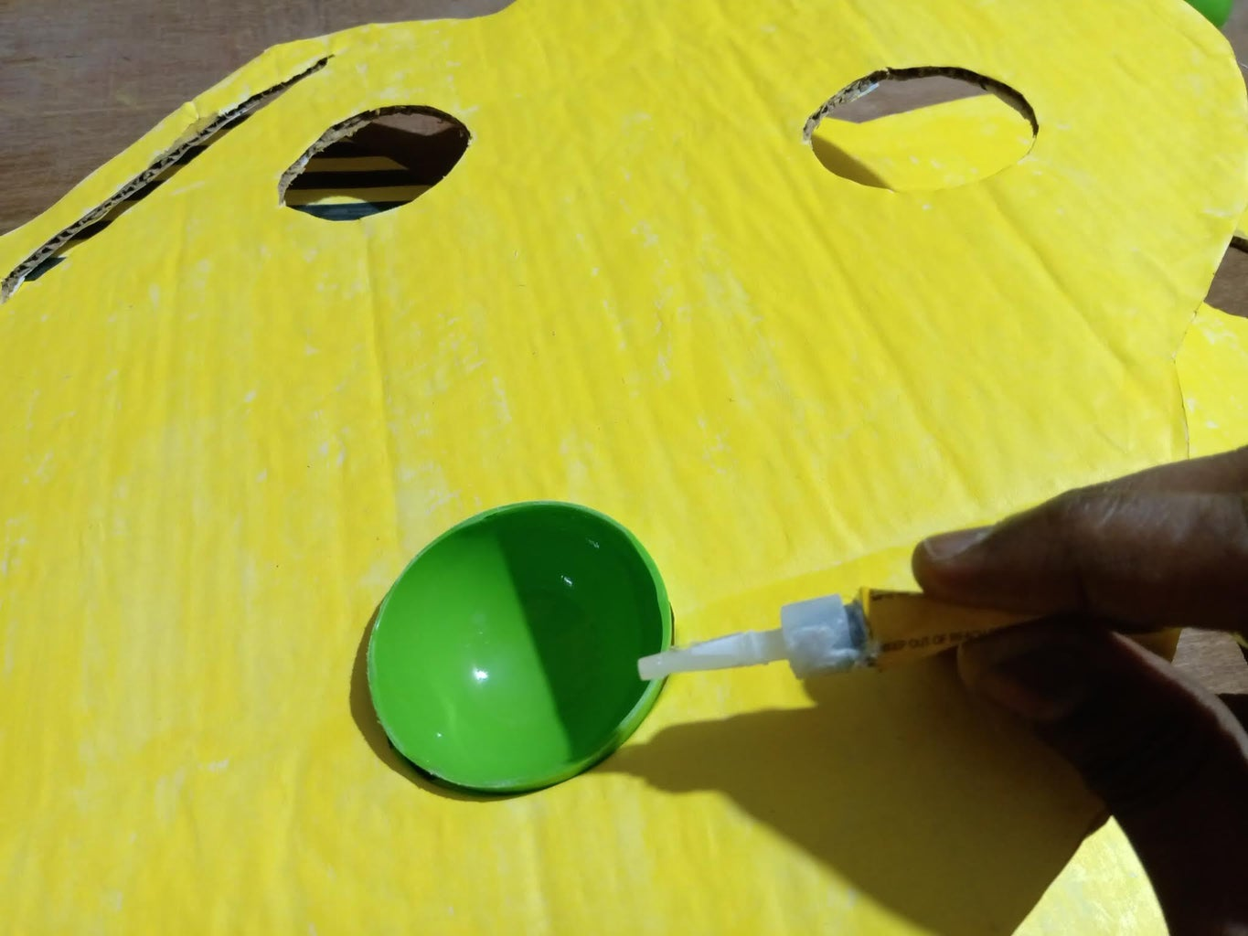 Colour Palette : Glue the Plastic Balls (turned Into Slots) to the Cardboard Base