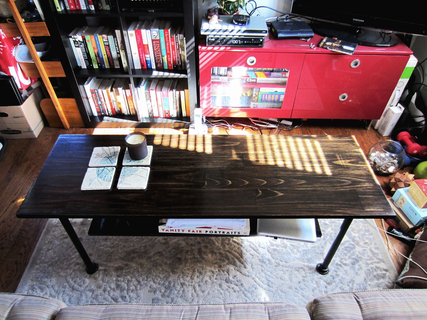 Industrial style 2-tier coffee table w/iron piping