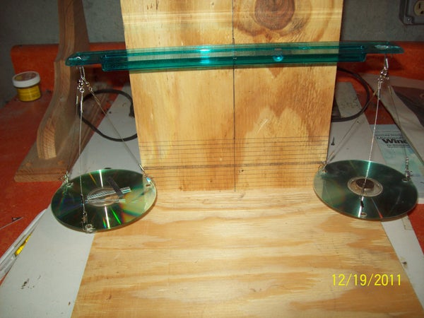 Make a Balance Scale Accurate to 1/2 Gram, Using a Ruler and 2 Old CDs