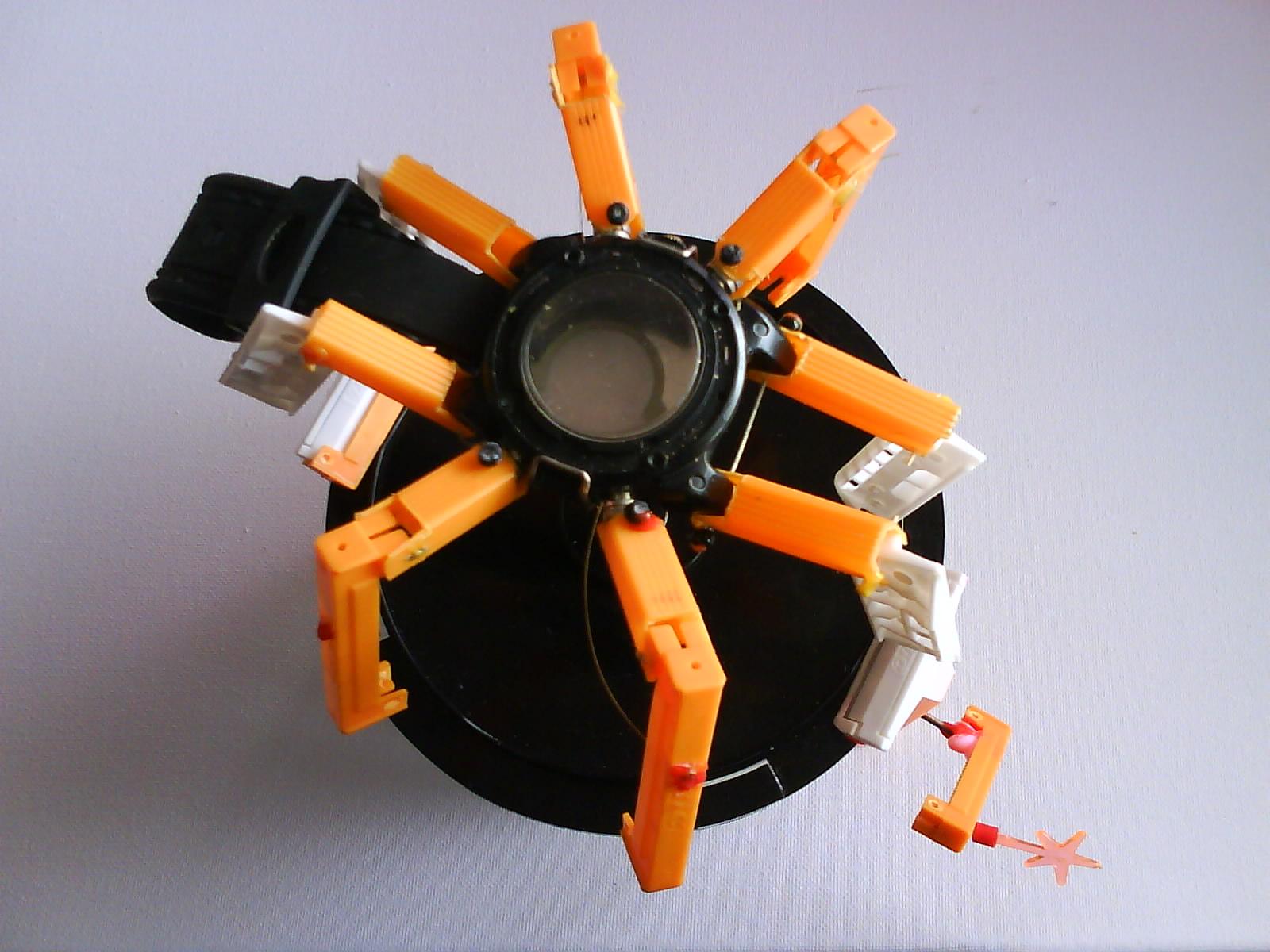 Build a razor clock kinematic spider