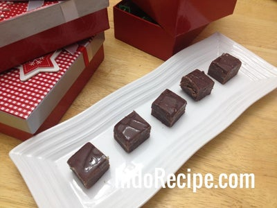 3 Ingredients Salted Chocolate Caramel Fudge