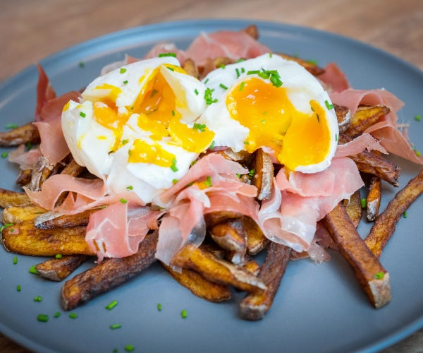 西班牙破碎的鸡蛋(Huevos rotos)与jamon serrano