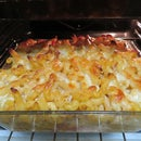 Very cheesy tomato pasta bake
