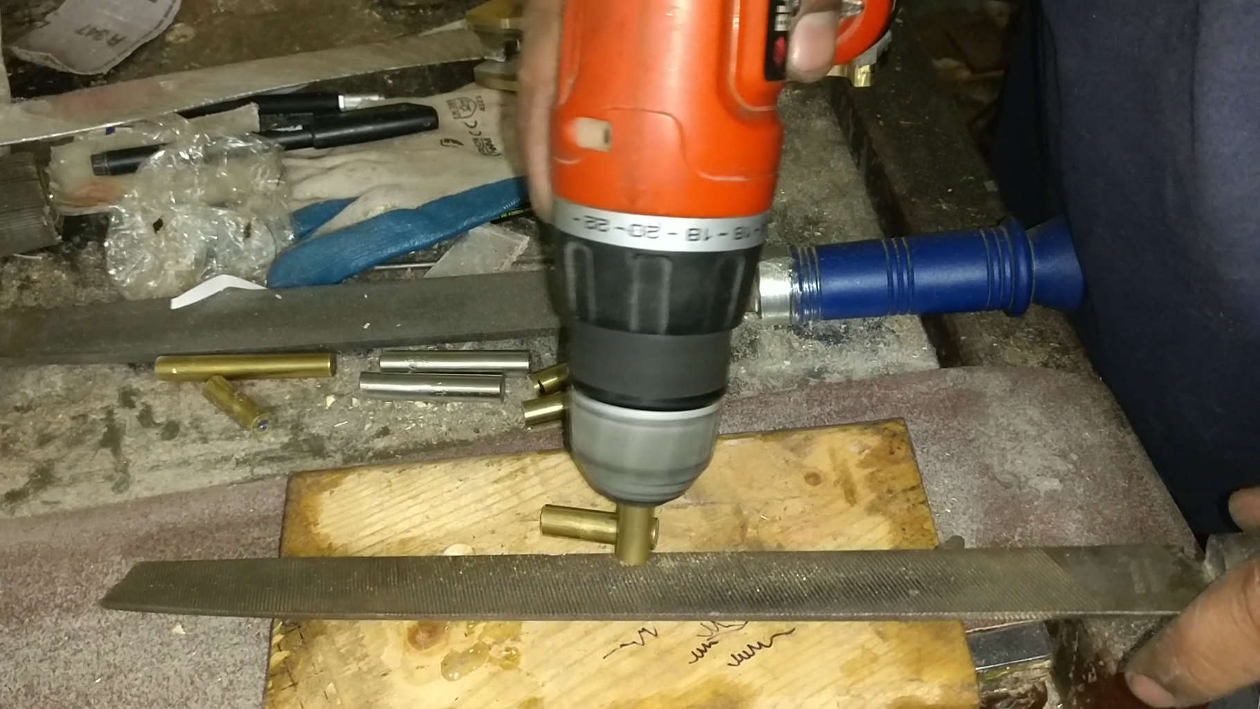 Attaching Handle to the Knife
