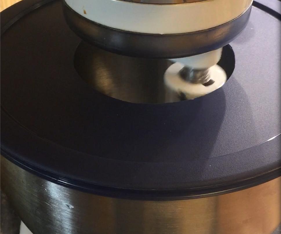 Mixing bowl splash guard