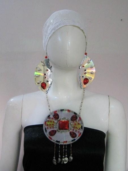 Transform your old CDs into Stylish Ornamental Jewelry