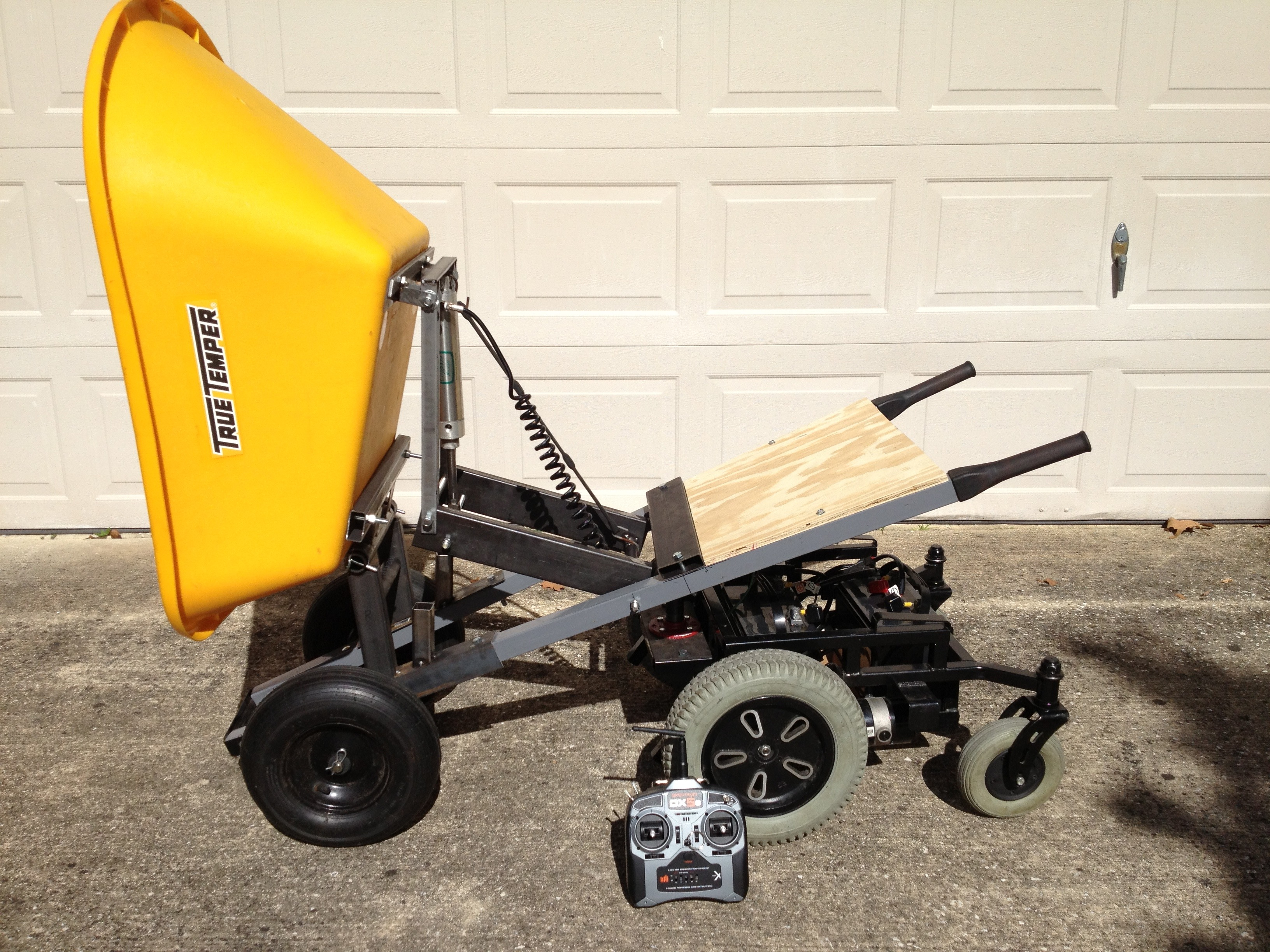 6-Wheeled R/C Wheelbarrow with Pneumatic Dump