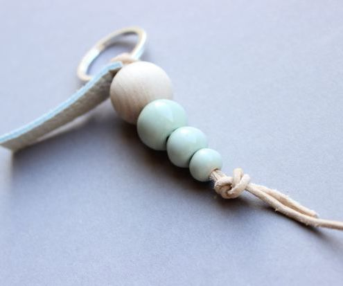 DIY - Keychain with porcelain balls and leather cord