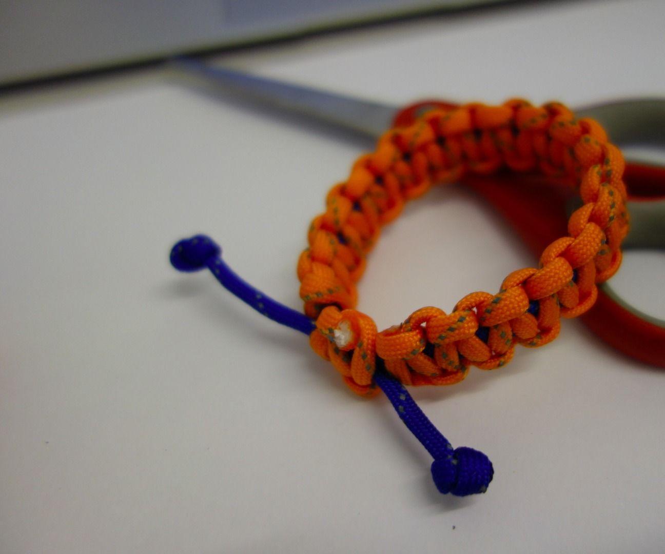 DIY Adjustable Paracord Bracelet