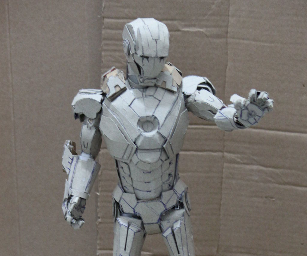 Letz build an Ironman mark 7 paper model (no pep)