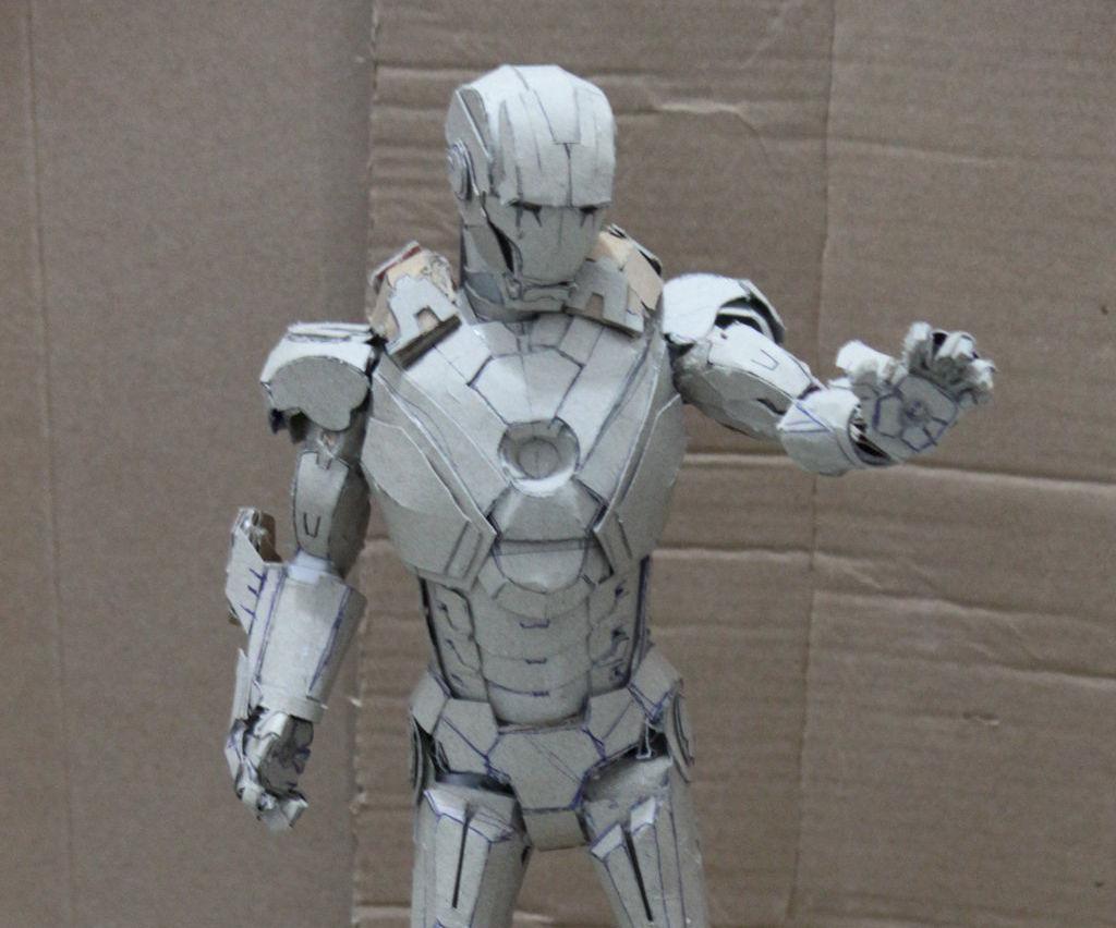Letz build an Ironman mark 7 paper model (no pep)
