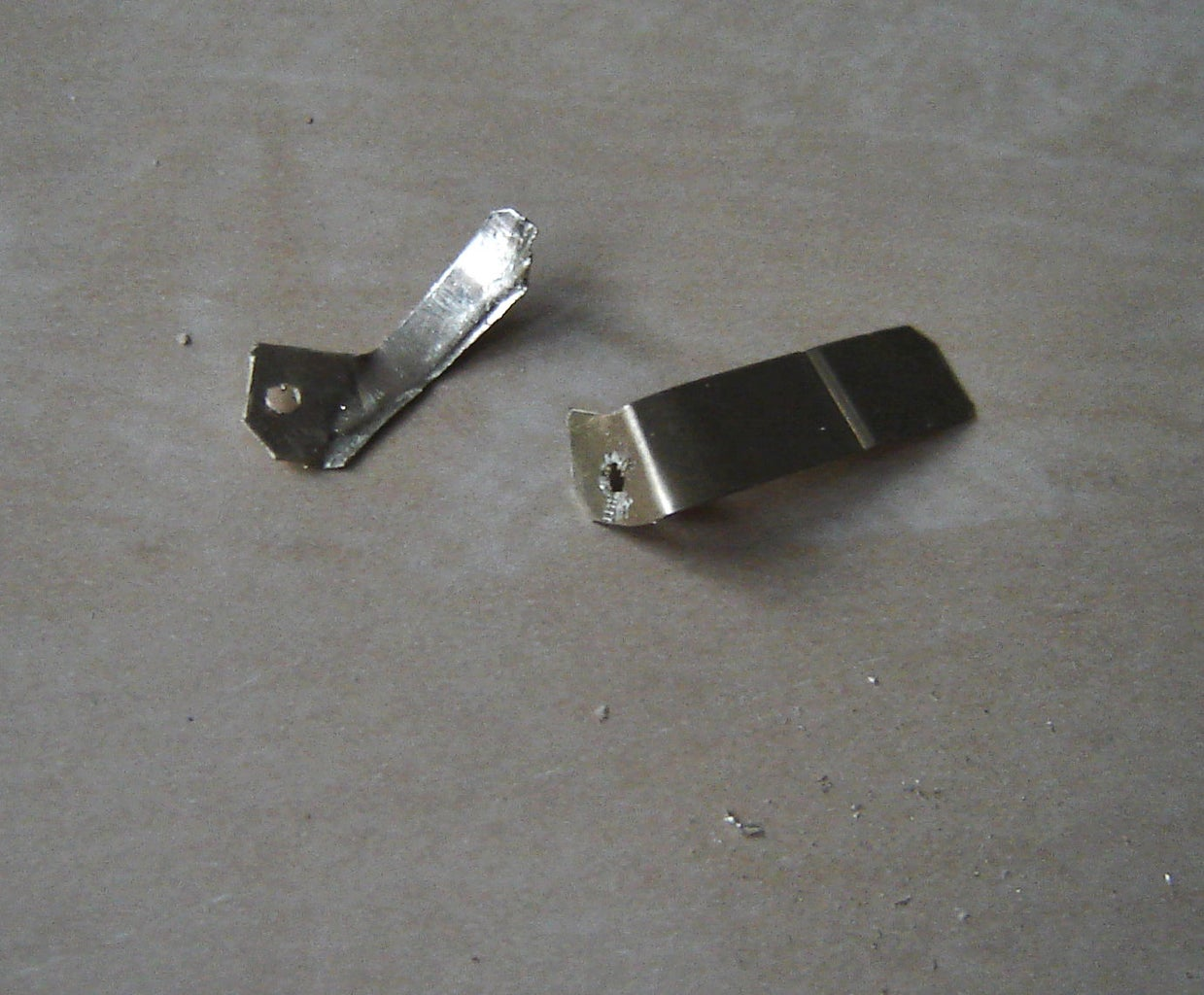 3V Battery Holder: Contacts