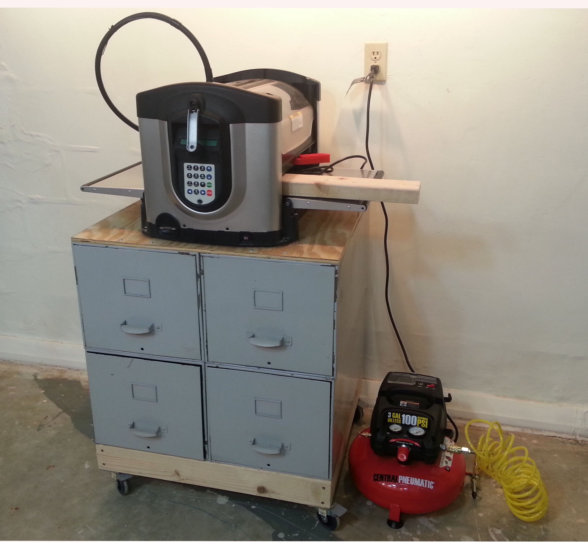 Build a Tool-Stand from an Old File Cabinet