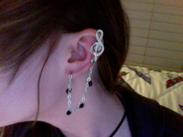 Treble Clef Ear Cuff