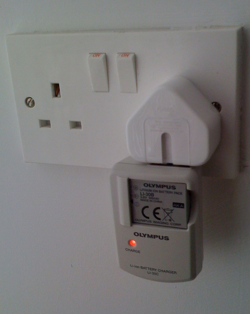 Travelling with a Mac laptop or iPod and camera charger? Don't take that power cord!