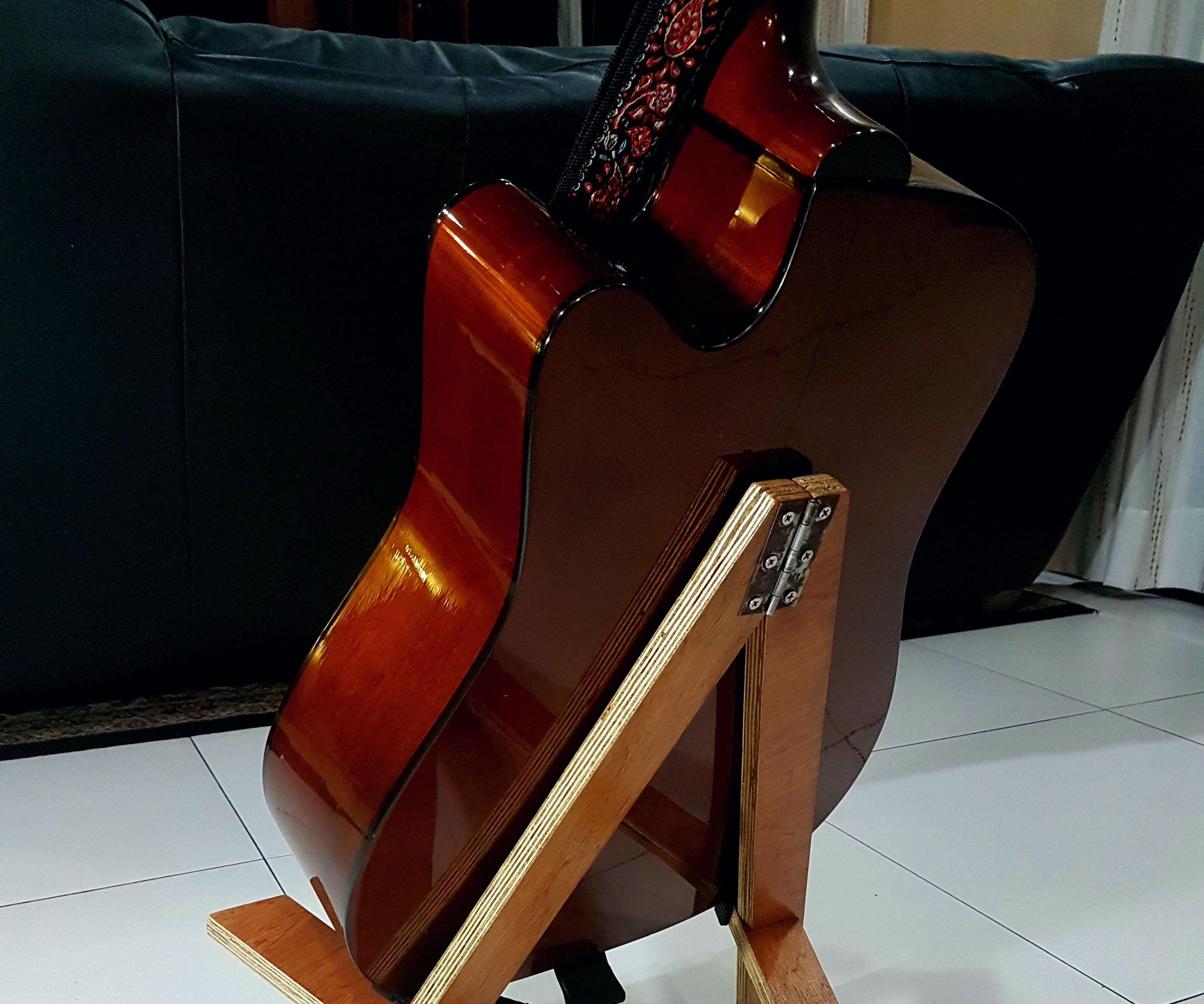 Completely Collapsible Portable Guitar Stand
