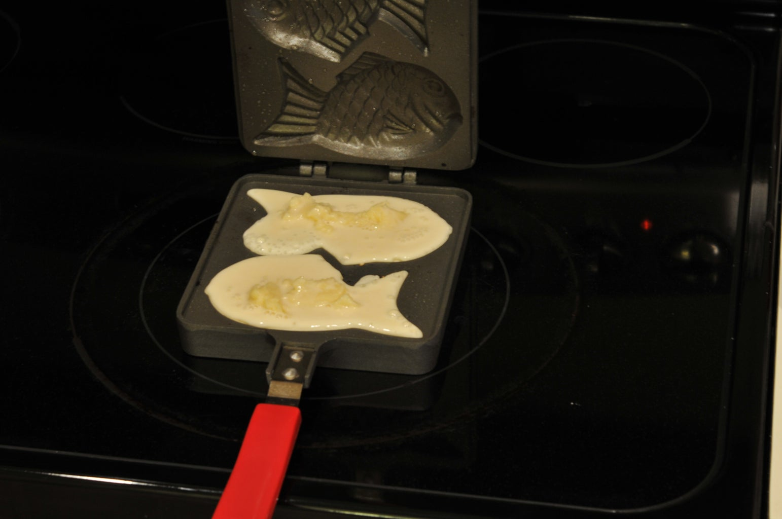 Add the Filling to the Taiyaki