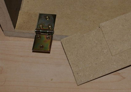More Sawing and Glueing: Back-, Top- and Frontplate