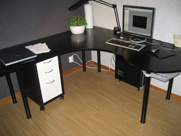 "Swedish ""Wraparound Desk Made From One Sheet of Plywood"""