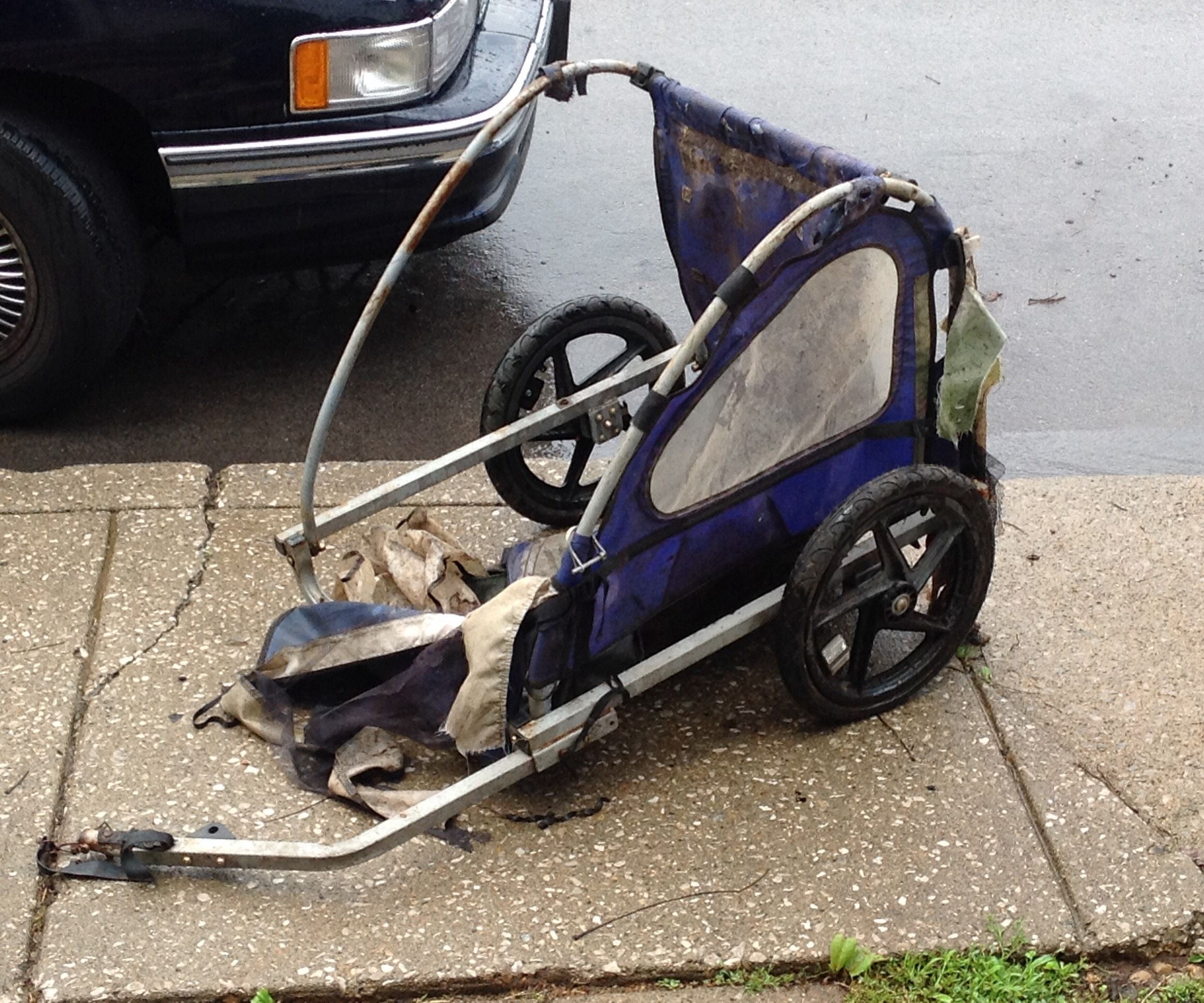 Bicycle hauling cart from old child trailer