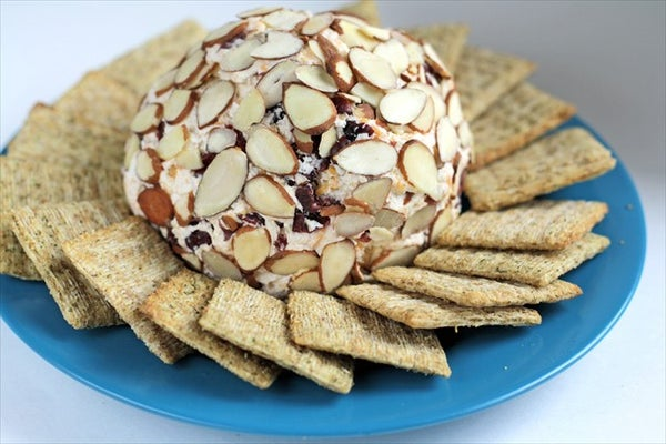 How to Make a Cheese Ball + My Favorite Recipes- Bacon Pecan and Cranberry Almond