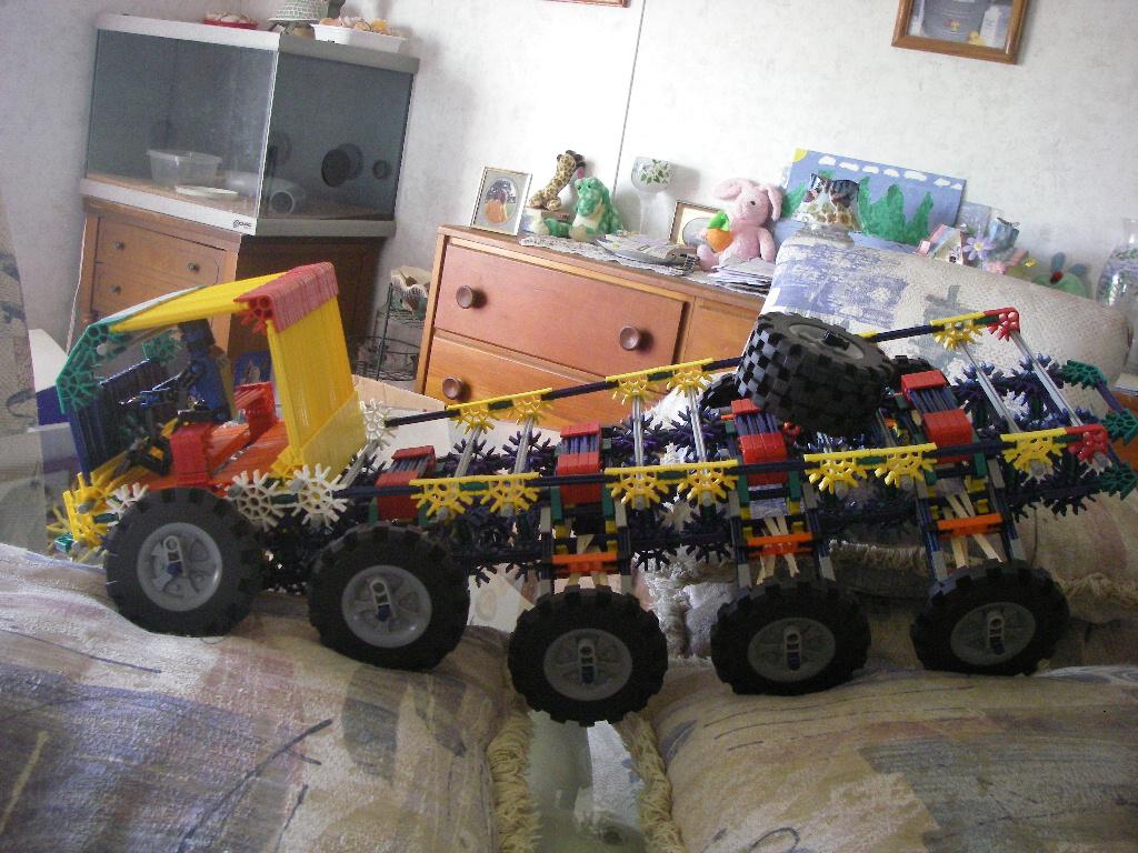 Knex 10 wheeled crawler