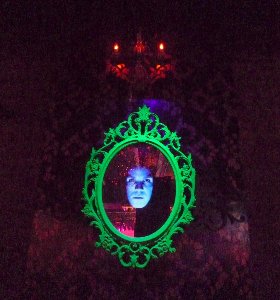 Spooky Face in Mirror Special Effect