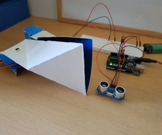 Arduino Snapper Robot Made From a Recycled Easter Egg Box