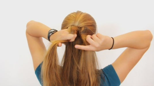 Cross Left Strand and Pass to Right Hand