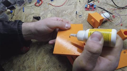 Instant Glue 1