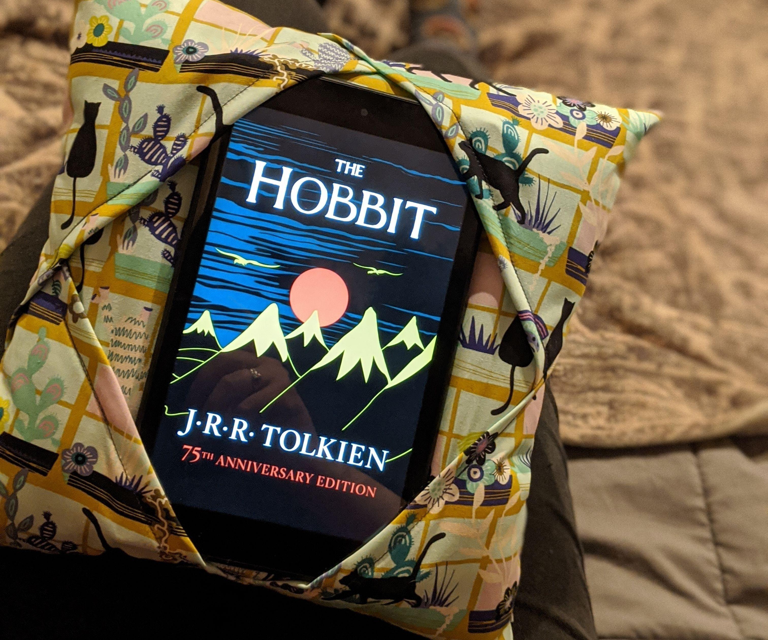 Tablet/e-reader Holder Pillow