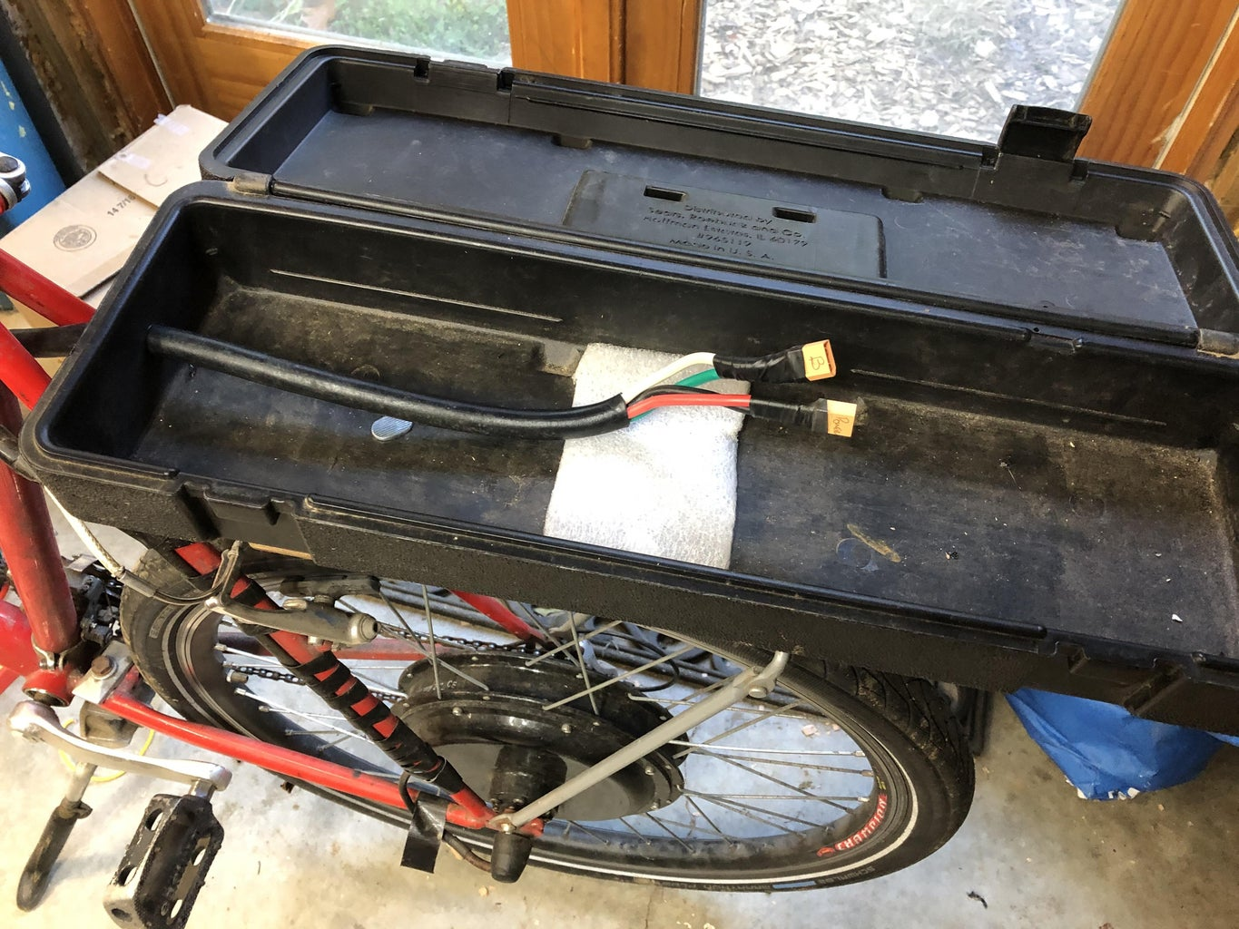 Attaching the Toolbox / Battery Box to the Bike