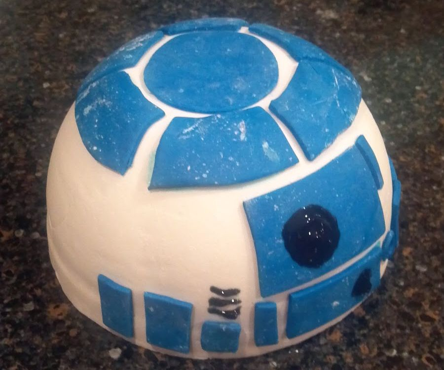 R2D2 Projector Cake