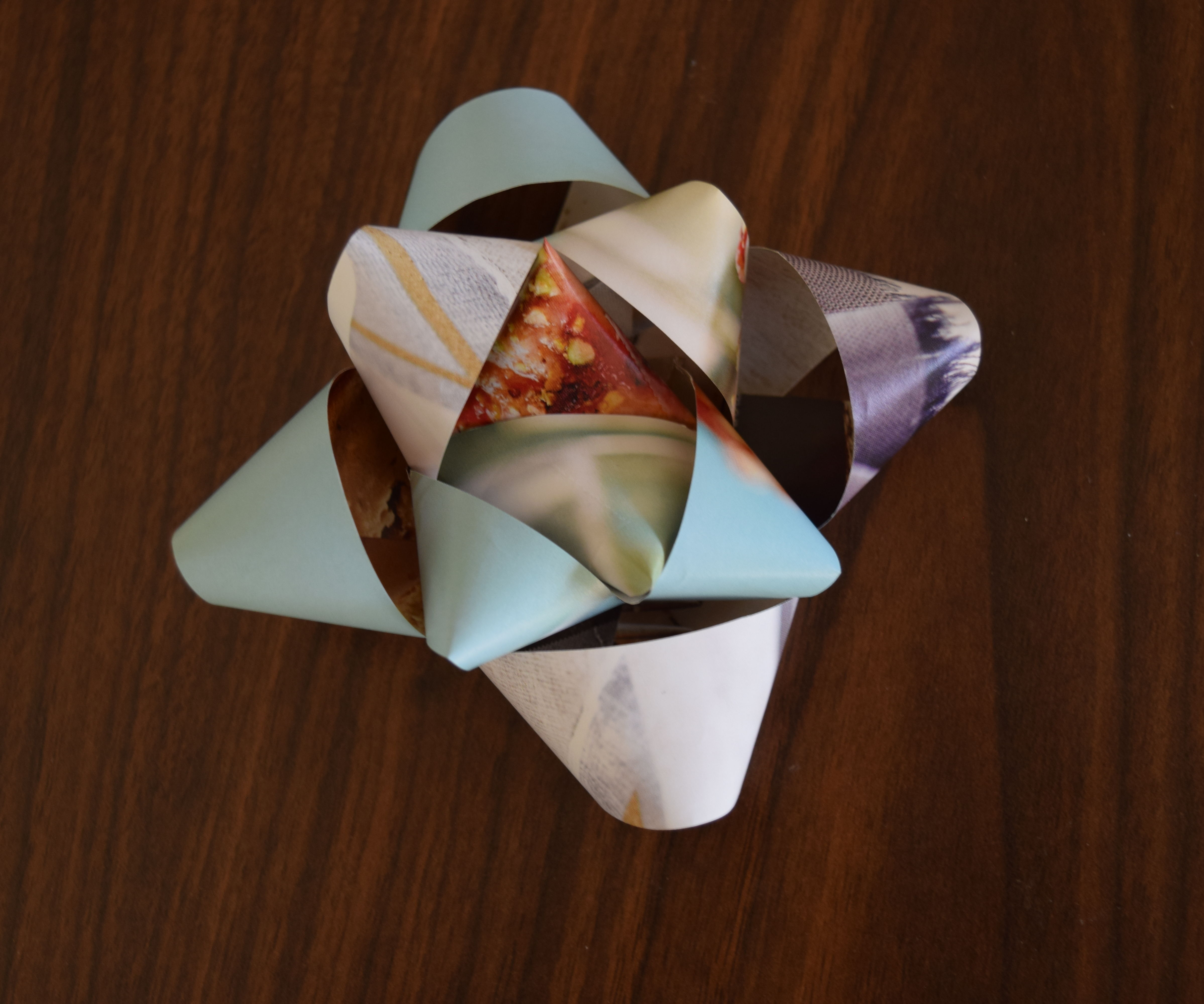 Easy Present Bow from a Magazine