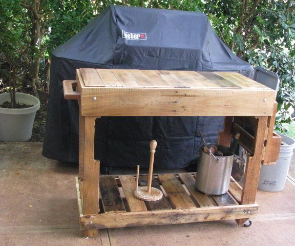 Outdoor Pallet Kitchen Cart