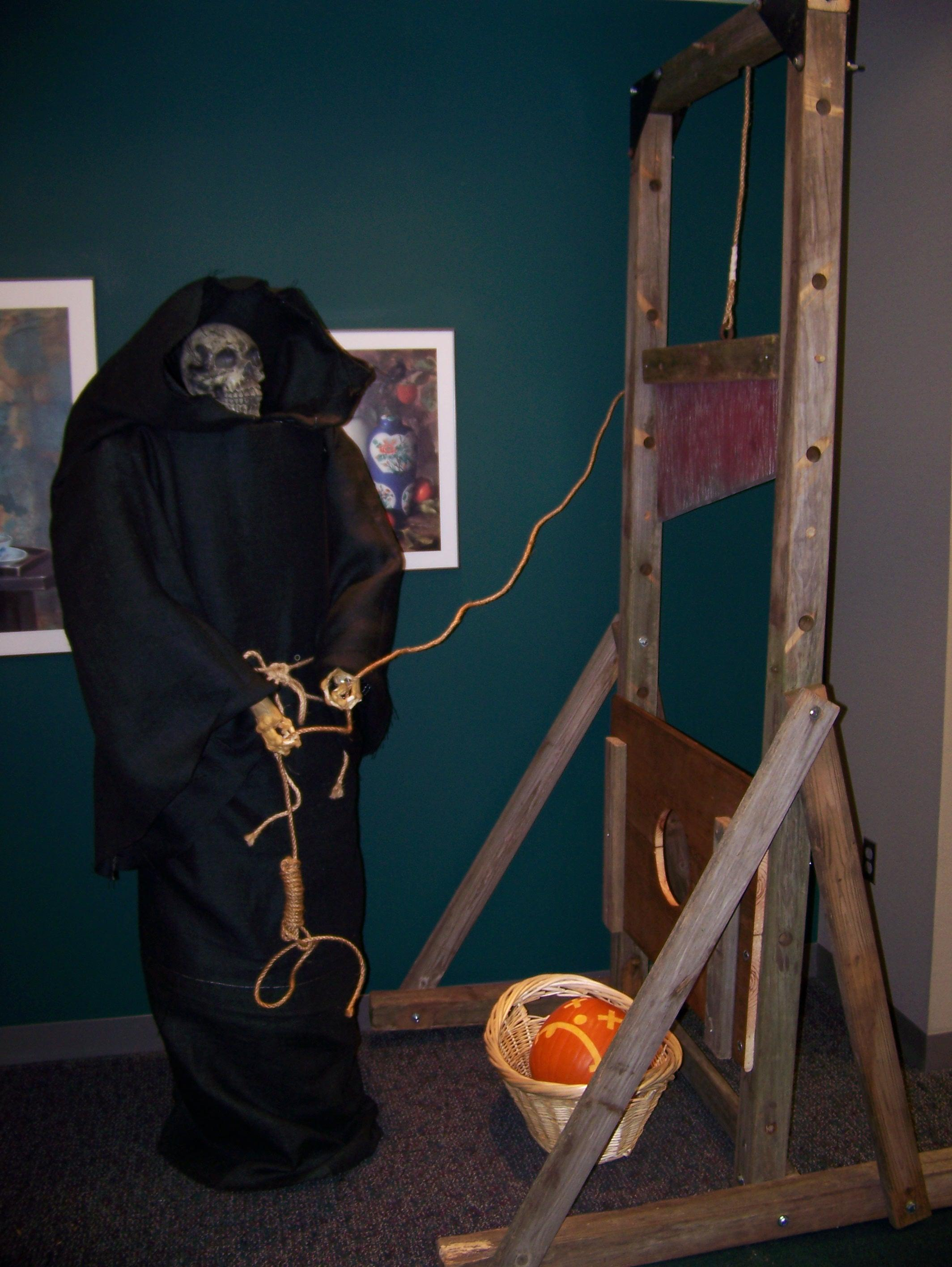 How to convert an old swingset into a guillotine prop for Halloween