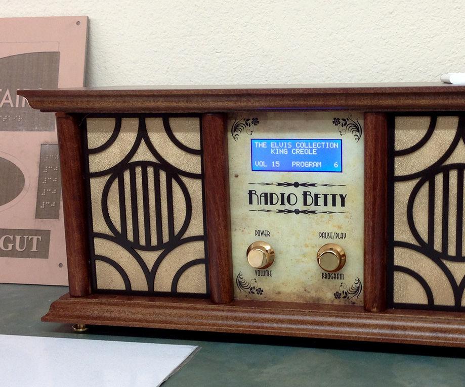"An ""Antique Radio"" Christmas Present"