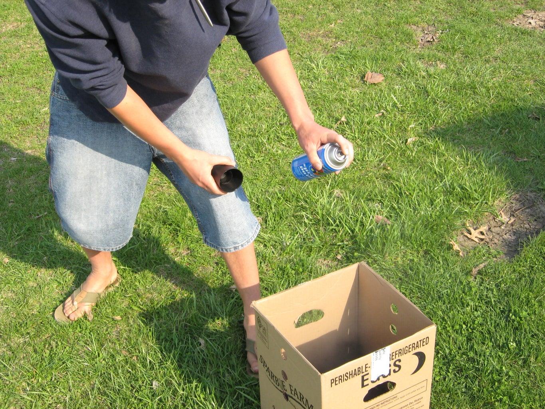Spraypaint the Small Box Black